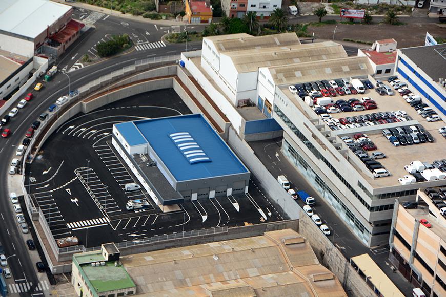 Daña quince vehículos estacionados en un polígono de Tenerife